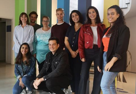 Les étudiants à la Fondation contre le Cancer
